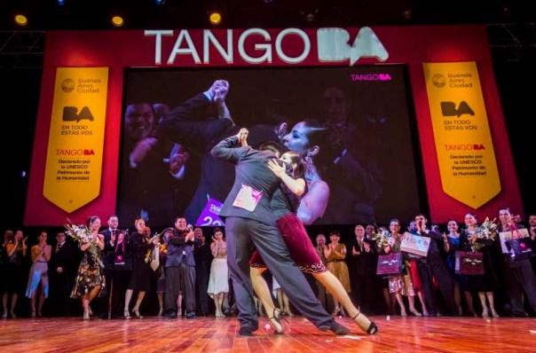 Campeón tango salón 2015 Jonhatan-Saavedra-y-Clarisa-Aragon-